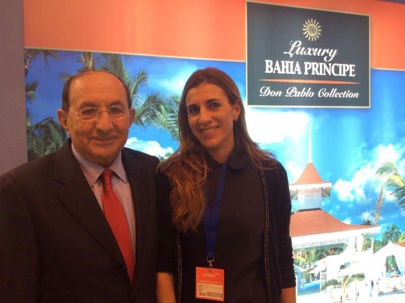 Pablo Piñero junto a su hija Isabel en Fitur.