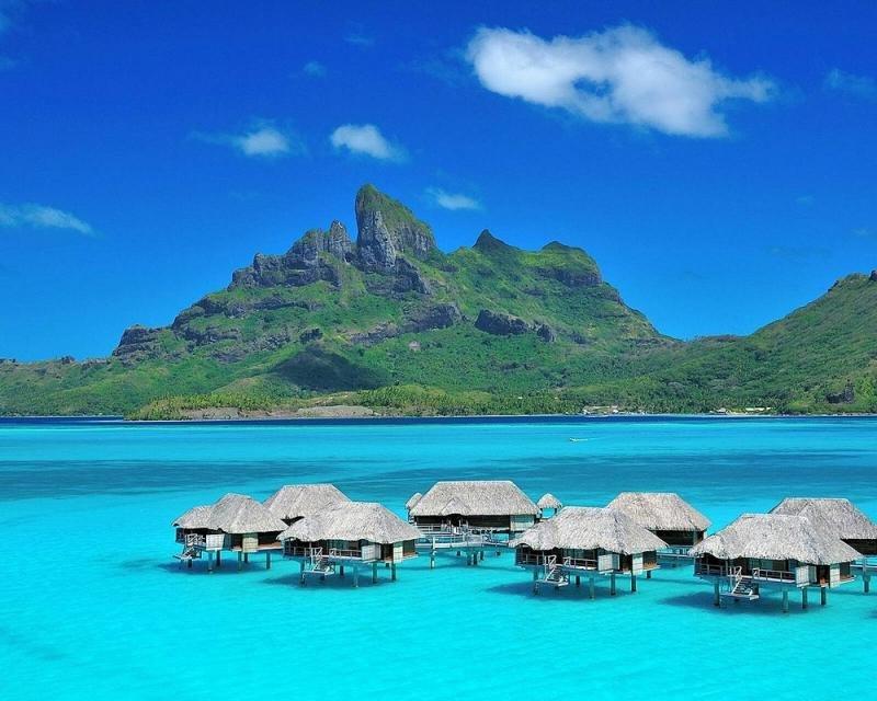 Los bungalows sobre pilotes se han convertido en símbolo de las Islas de Tahití en todo el mundo y una de las principales razones que han hecho de ellas uno de los destinos insulares más importantes.
