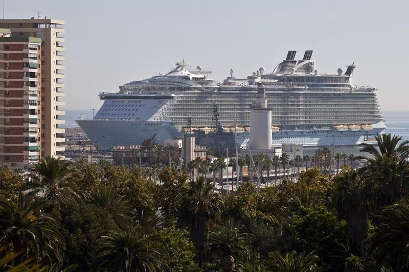 Oasis of the Seas en el Puerto de Málaga. Foto: Turismo Costa del Sol.