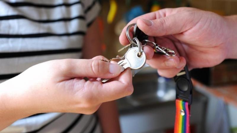 Según datos de Airbnb, el año pasado cerca de 7.400 familias catalanas compartieron una o más habitaciones en su residencia habitual.