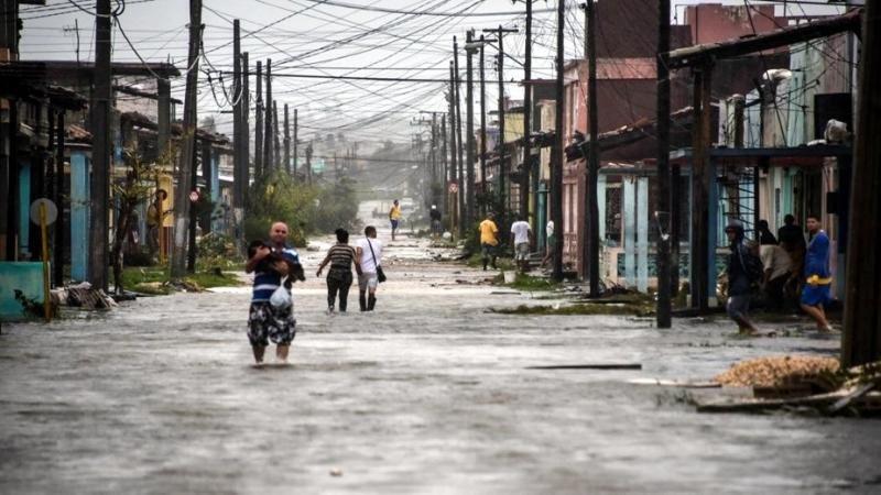 Sin electricidad, sin agua y sin comunicaciones en Cuba tras el paso de Irma, que azotó Varadero al abandonar la isla.