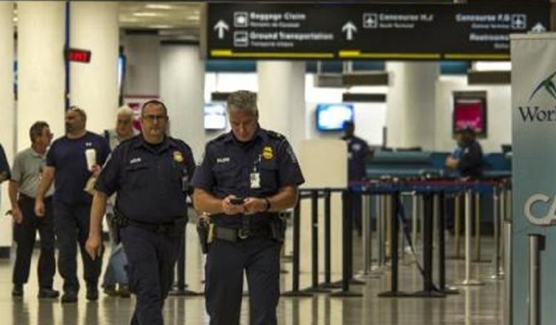 Siguen cerrados los aeropuertos de Miami mientras se evalúan los daños (Foto: Efe).