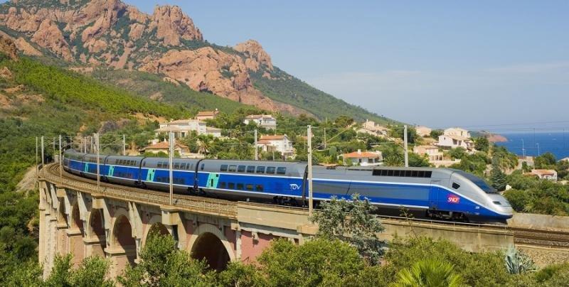 El tren Barcelona-Toulouse, afectado por la huelga en Francia este martes
