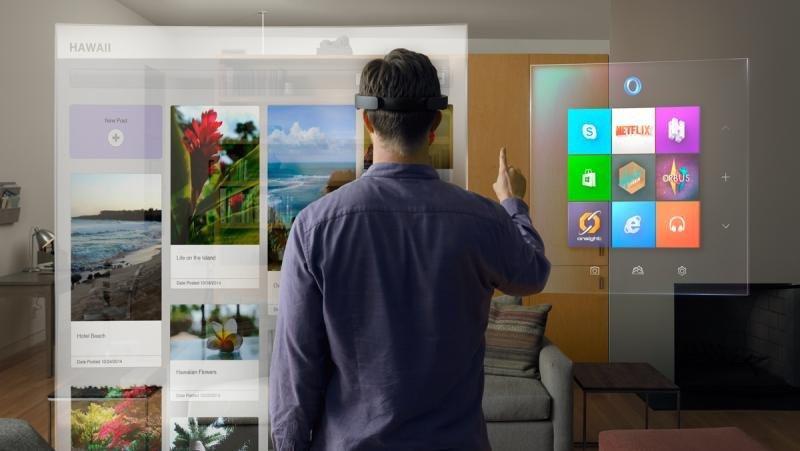 La realidad aumentada (en la imagen, las gafas Hololens, creadas por Microsoft) permitirá al cliente interactuar con empresas y destinos turísticos de un modo completamente diferente al de hoy en día.