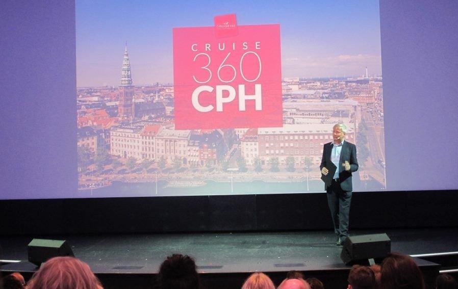 Andy Harmer, presidente de Clia Europa, durante la sesión de conferencias que se celebraron en el barco Norwegian Getaway.