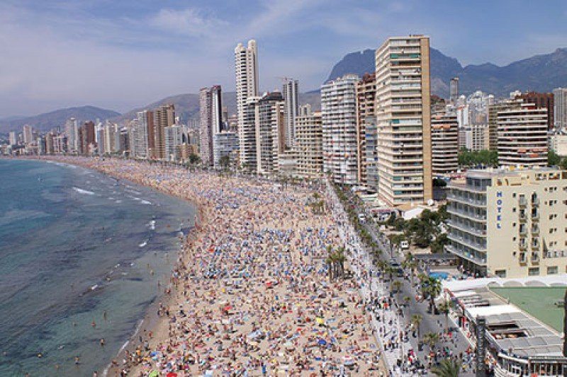 Sólo cuatro comunidades autónomas concentran el 93% dle turismo.