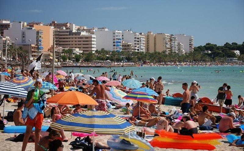 Baleares tramita la baja de 1.500 plazas turísticas