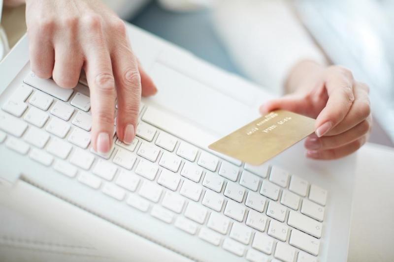 La llegada de internet ha agudizado el problema ya que, como afirma Pablo Delgado, 'en pocos minutos el cliente puede acceder a diferentes precios que el hotelero no controla ni autoriza'.