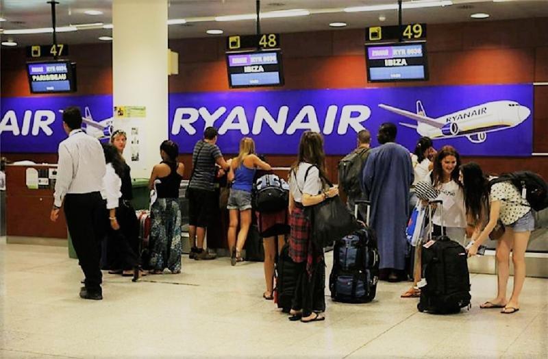Cataluña y Baleares abren un expediente informativo a Ryanair