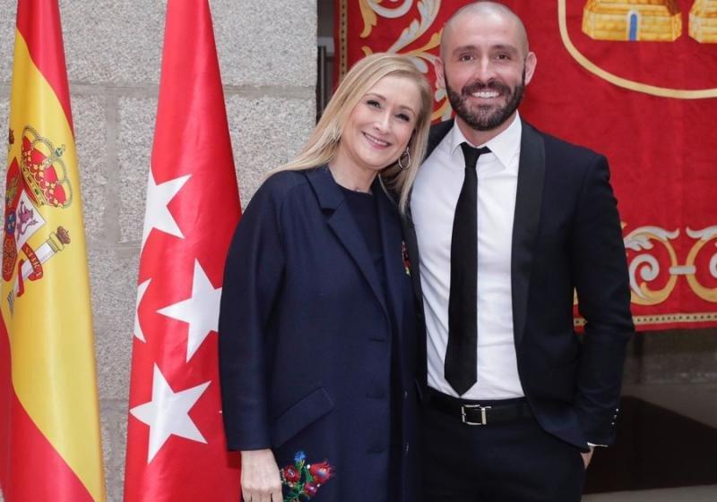 Cristina Cifuentes, presidenta de la Comunidad de Madrid, y Jaime de los Santos, nuevo consejero de Cultura y Turismo.