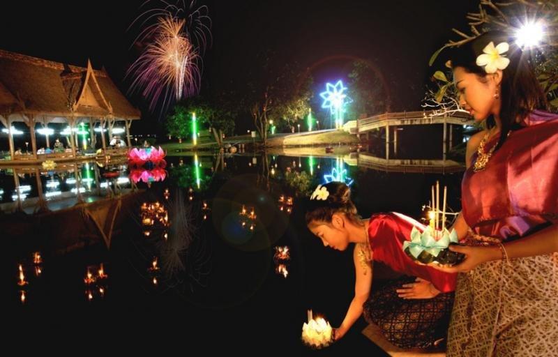 El mágico Loi Krathong o festival del fin del monzón se celebra en todo el país.