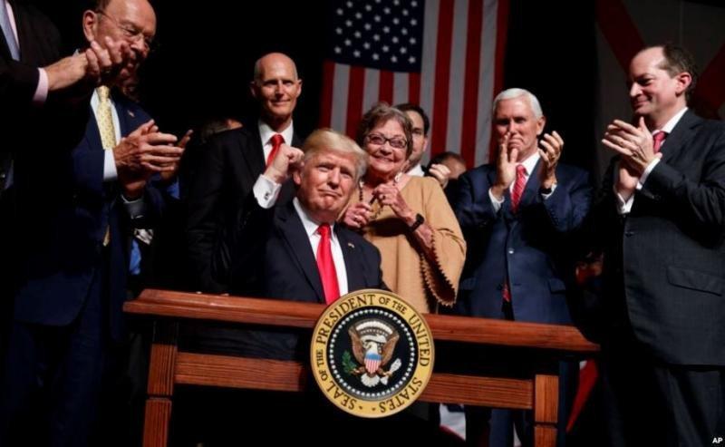 Trump renueva la Ley de Comercio con el Enemigo por 'interés nacional'.
