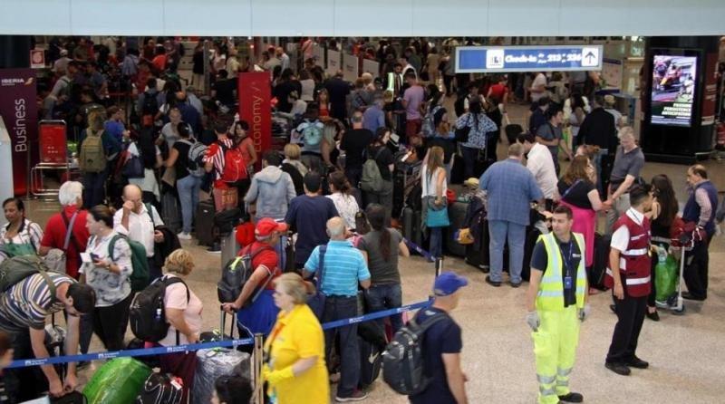 La caída de los sistemas de check-in paraliza a aeropuertos y aerolíneas (Foto archivo, fallo informático de British Airways/ TELENEWS/EUROPEAN PRESSPHOTO AGENCY).