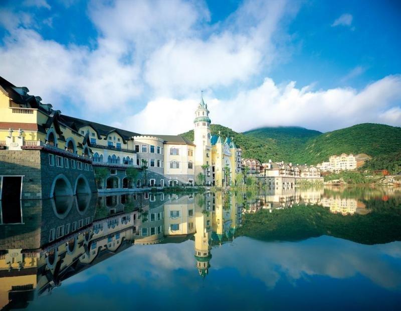 """Para el proyecto de """"aldeas culturales y turísticas con características"""" algunos promotores recrean en China conocidos destinos de otros países como la ciudad suiza de Interlaken, construida en Shenzhen."""