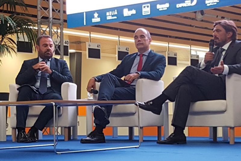 Gabriel Escarrer, CEO de Meliá, Vicente Dorta, CEO de Turismo de Tenerife, y Jorge Marichal, presidente de Ashotel. Foto: Xavier Canalis