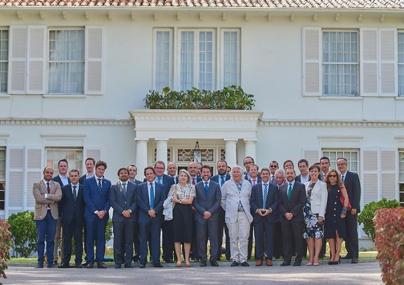 Foto de familia de la jornada profesional 25 años de Turismo de Tenerife organizada junto a HOSTELTUR