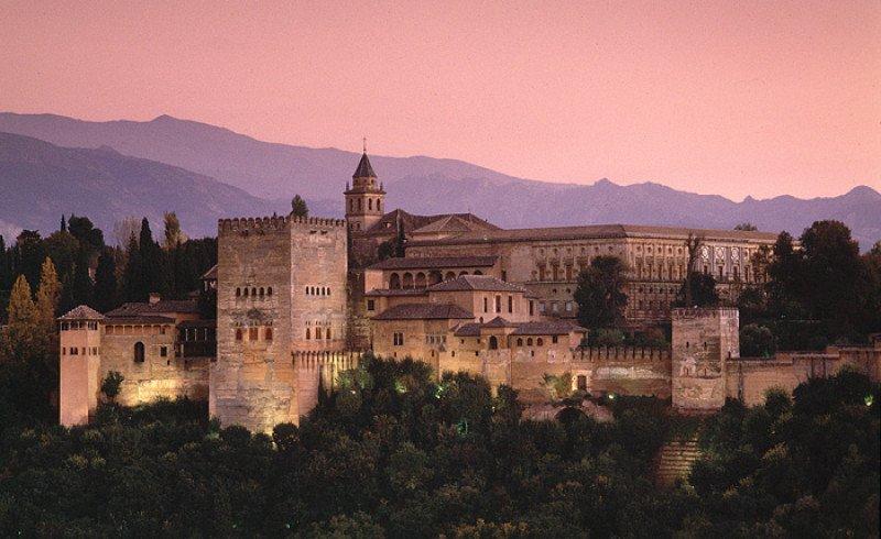 La Alhambra es uno de los monumentos más visitados del mundo.