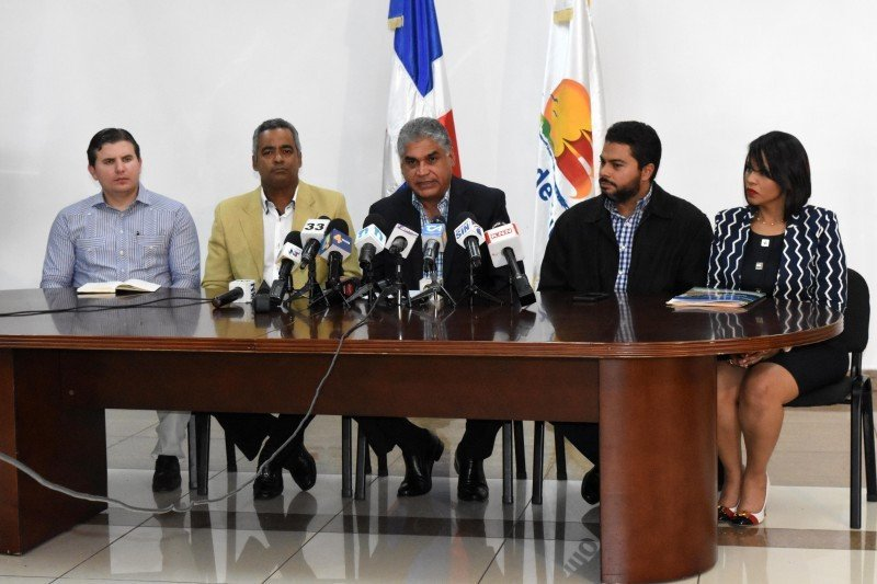 Autoridades dominicanas anunciaron las medidas de prevención ante el huracán Irma y afirmaron que el sector turístico 'está preparado'.
