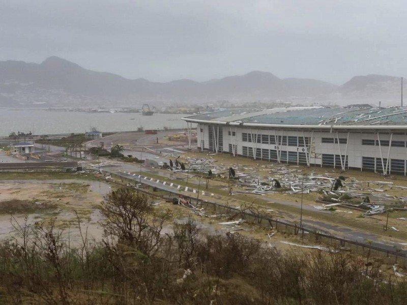 El aeropuerto de Saint Martin fue arrasado por vientos de hasta 300 km/h que lo dejaron inutilizable.