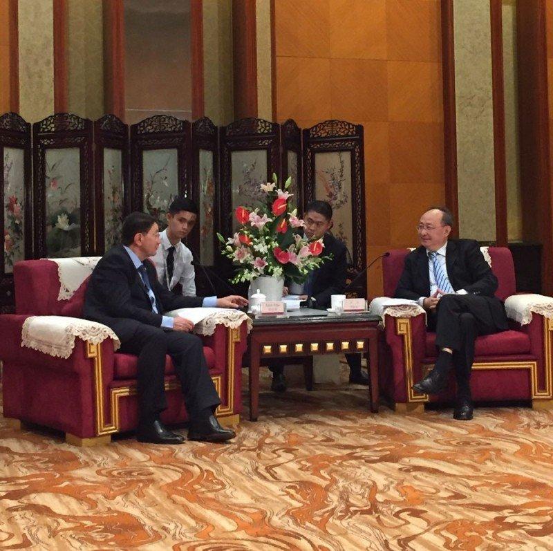 Taleb Rifai se reunió con el gobernador de la provincia china de Sichuan previo al comienzo de la Asamblea General de la OMT. Fotos: @UNWTO