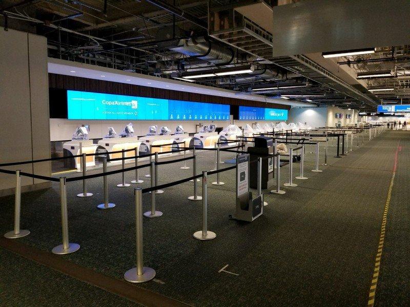 Aeropuerto de Orlando sólo está recibiendo vuelos de asistencia y emergencia.