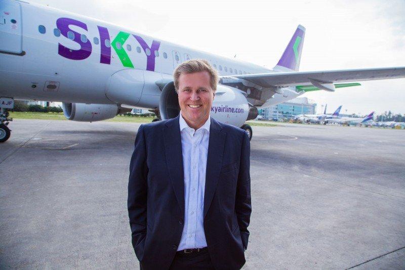 CEO de Sky Airline propone crear una tasa de embarque regional