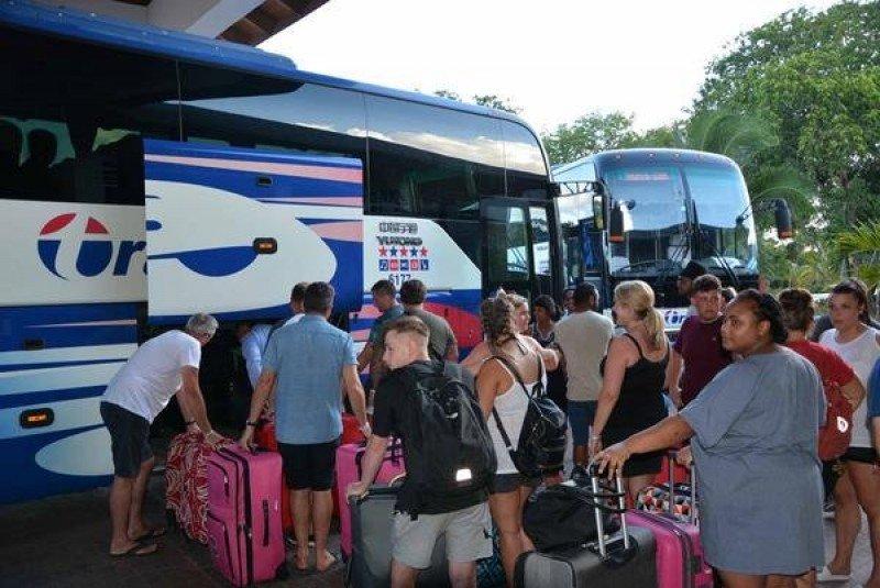 Miles de turistas fueron evacuados en Cuba previo al paso de Irma; la isla vio afectada su infraestructura turística e inicia la reconstrucción.