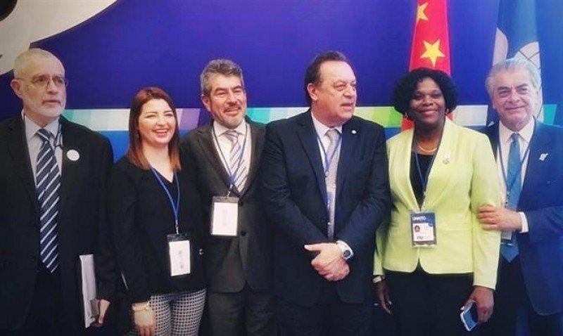 Representantes de Uruguay, Perú, Honduras, Jamaica y Brasil en la Asamblea General de la OMT en Chendgu. Foto: MiTur Brasil