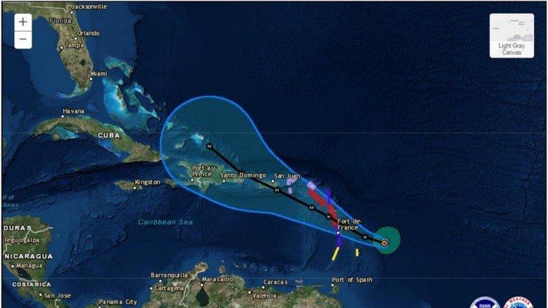 Huracán María, ya degradado a categoría 4, toca suelo puertorriqueño