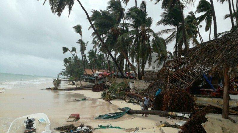 Playa de Punta Cana tras los vientos y las olas que provocó maría. Foto: Hillman Pimental (eldia.com.do)