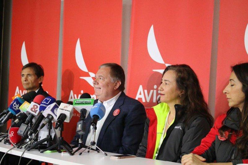 Plana mayor de Avianca en conferencia de prensa.