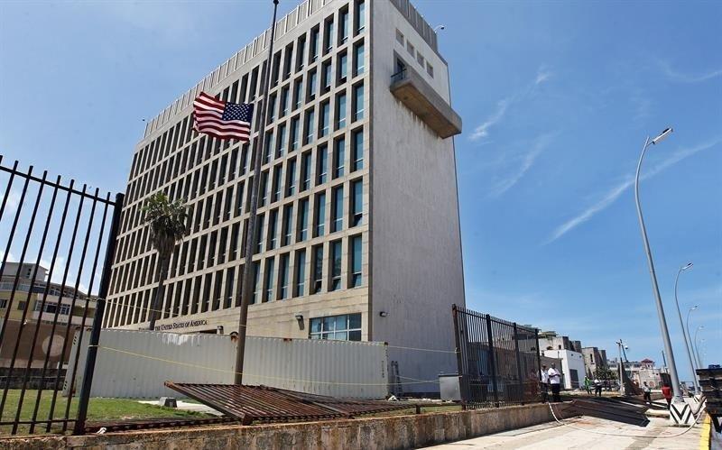 La Embajada de EEUU en La Habana dejó de emitir visas y el gobierno retira a más de la mitad de su personal.