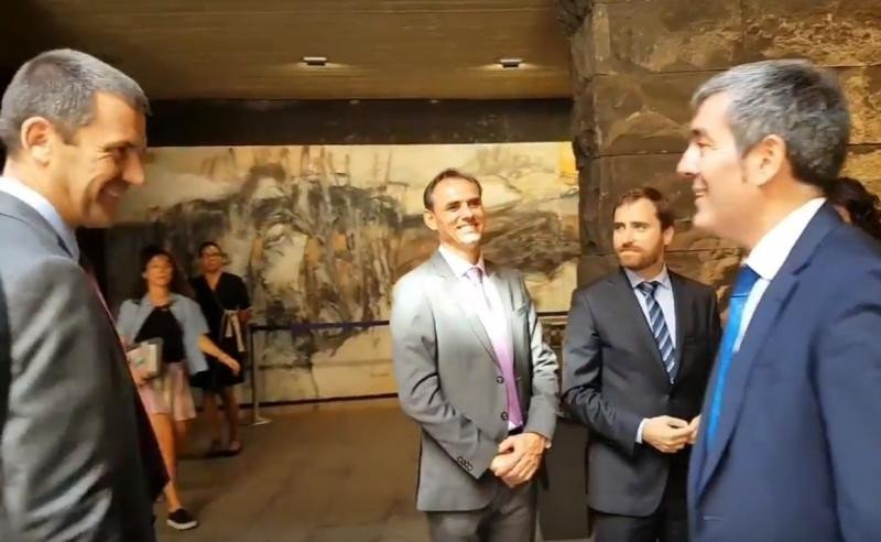 De izquierda a derecha:  Steve Heapy (CEO de Jet2); Carlos Fernández (presidente de la Asociación de turismo rural Isla Bonita La Palma); Isaac Castellano, consejero de Turismo de Canarias; y Fernando Clavijo, presidente del gobierno canario.