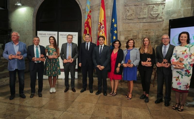 Foto de familia de los premiados por la Agencia Valencia de Turismo