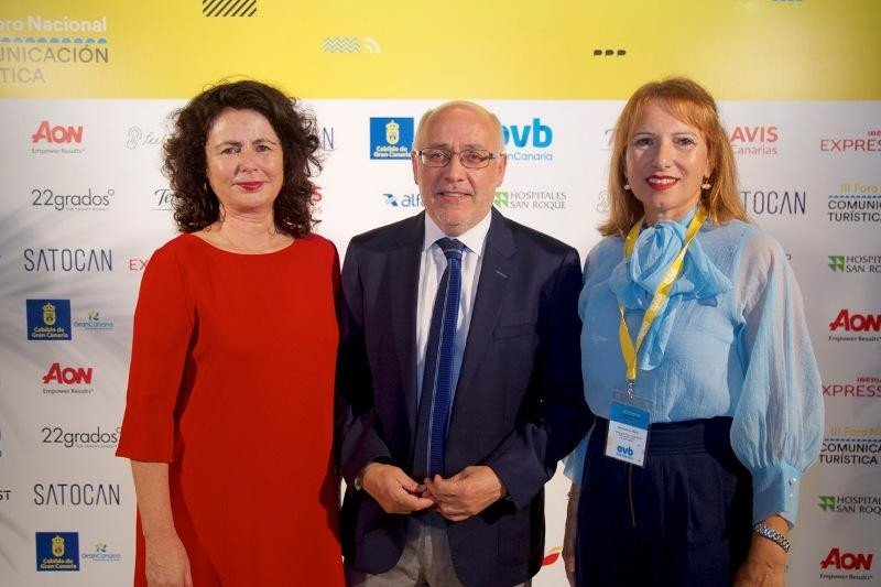 La secretaria de Estado de Turismo, Matilde Asián; el presidente del Cabildo, Antonio Morales; y la consejera de Turismo de Gran Canaria, Inés Jiménez.