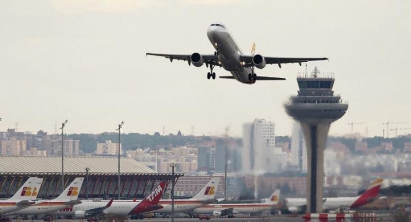 Fomento autoriza el español en comunicaciones entre pilotos y controladores