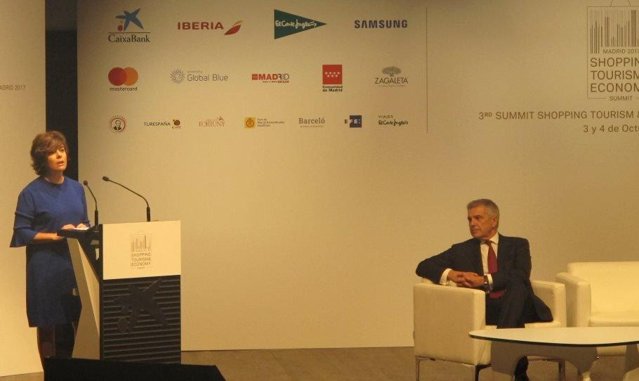 La vicepresidenta del Gobierno, Soraya Sáenz de Santamaría, y el presidente del comité organizador del evento, Juan Antonio Samaranch.