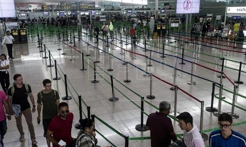 Una minoría sigue la huelga de Cataluña en aeropuertos, puertos y trenes