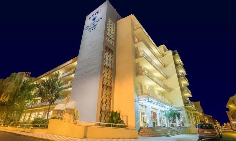 El Checkin Pineda es uno de los hoteles donde se han producido los hechos.
