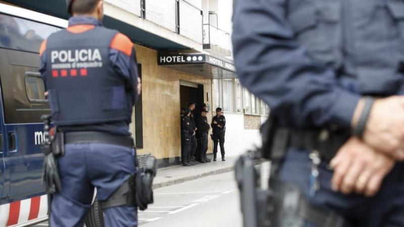 El cordón policial dispuesto en torno a los hoteles ha 'calmado' un poco la situación. Foto: Efe.