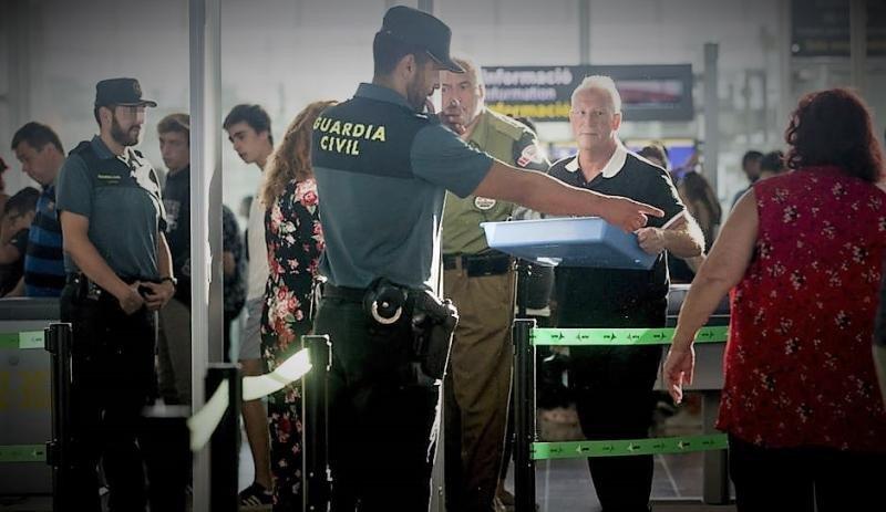 Imagen de mediados de agosto, cuando la Guardia Civil reforzó los puntos de control, tras la convocatoria de huelga indefinida de los vigilantes privados (Foto: EFE).