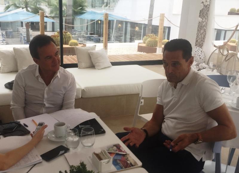 Fankhauser en Mallorca junto al director de Contratación de Thomas Cook para Baleares, Hans Müller, durante la entrevista.
