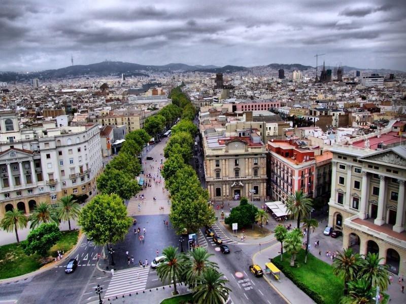 Las ciudades más visitadas por los turistas son Barcelona, Salou, Sitges, Tarragona y Girona.