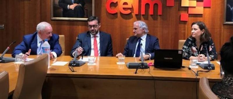 Desde la Izda.: José Luis Méndez, gerente de UNAV; Josep Garcia, Manager Turismo de AON Risk Solutions; Miguel Garrido, secretario general de CEIM; y Mª Dolores Serrano, responsable de la asesoría jurídica UNAV Legal/Deiurem.
