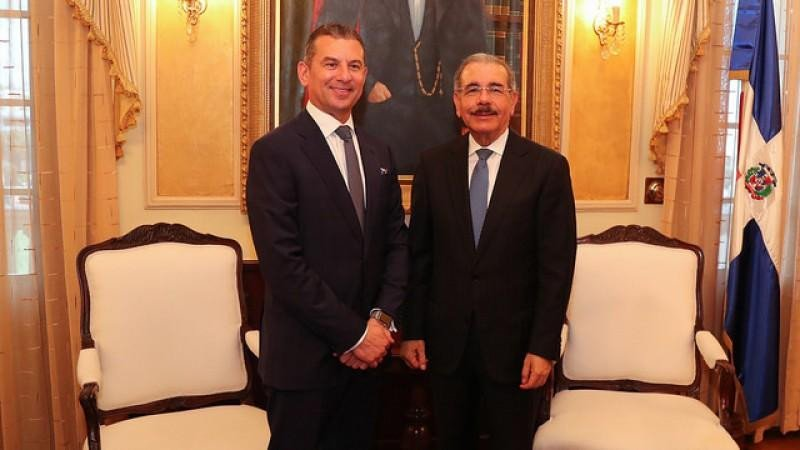 Rafael Féliz Germán y Danilo Medina (de izqu. a dcha.).