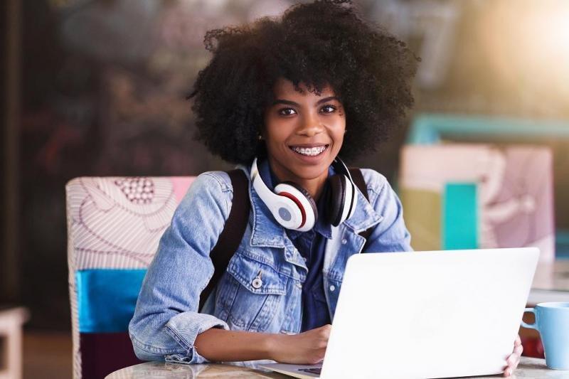 De cada 1.000 mujeres con título de grado sólo 29 tienen título en alguna de estas disciplinas TIC, y sólo cuatro acaban trabajando en este sector.