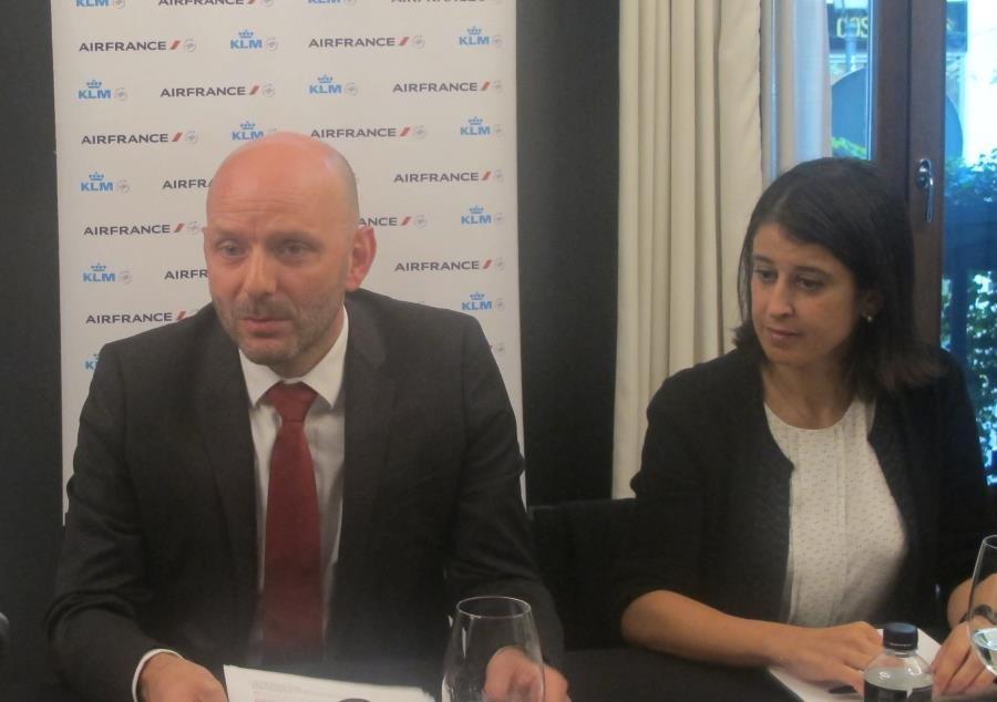 Boris Darceaux, director general de Air France KLM para España y Portugal, y Verónica Catany-Rezk, directora comercial de la compañía,  durante la rueda de prensa celebrada hoy.