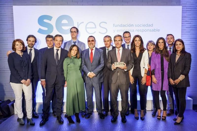 Foto de familia de Ilunion Hotels al recibir el premio SERES.