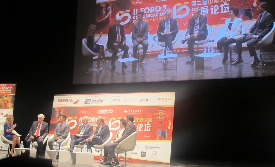 En el debate participaron representantes del Foro de Marcas Renombradas, la Oficina Nacional China de Turismo en España, la Cámara de Comercio de España, Alibaba, el Club China y la Liga de Fútbol Profesional.