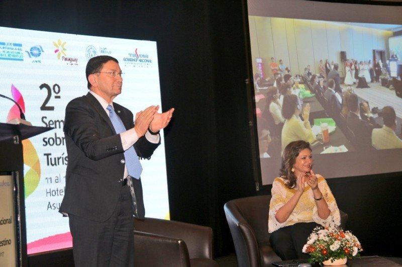 Taleb Rifai, titular de la OMT, acompaña a Paraguay en su feria de turismo.
